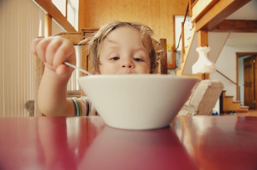 子どもが休みの日のおすすめお昼ご飯!人気の献立ランキング|子どもの昼食は手抜きで良い!