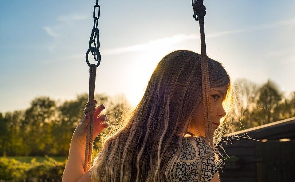 子供を虐待する親の7つの特徴|なぜ虐待が起こるのか?原因を解説