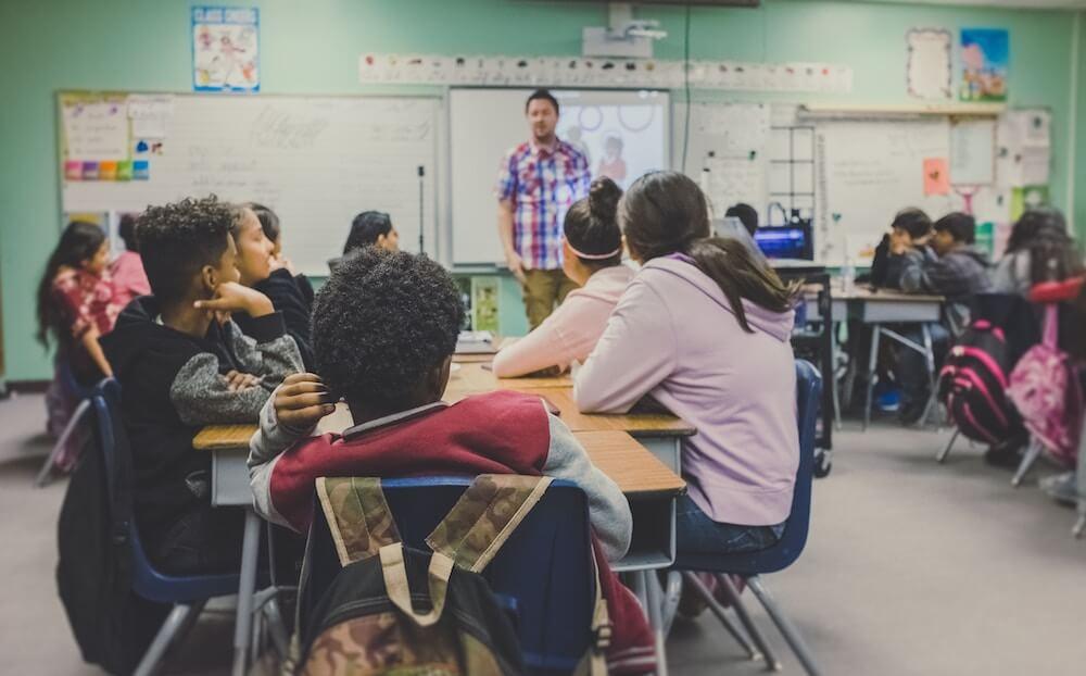 【発達障害の小学生】起こりやすいトラブルと対処法|小学校での発達障害児のトラブル予防策