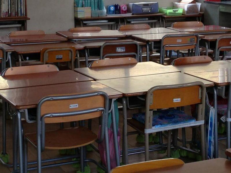 子供のクラス替えの教室