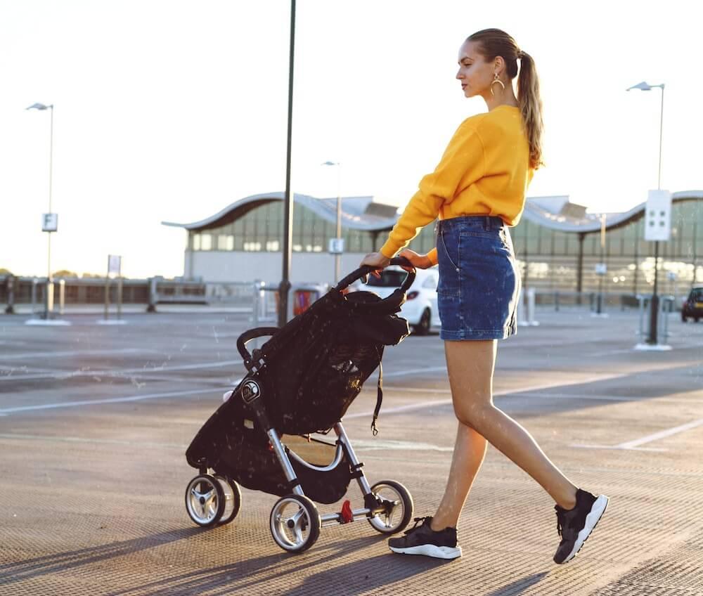赤ちゃんと真夏のお出かけの注意点|暑い日に赤ちゃんを外に連れ出す時に気を付けること