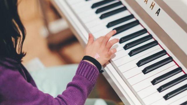 幼稚園児のピアノレッスン