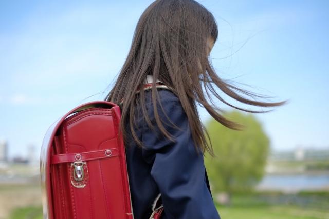 「小学生でも薄毛になる?」子供の抜け毛がひどくなった時の原因と対処法