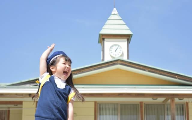 子供が幼稚園バスで泣く理由と対策|機嫌良くバスに乗る為に親がするべきこと